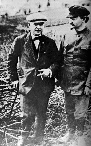 373px-Rakovsky_and_trotsky_circa_1924_trimmed
